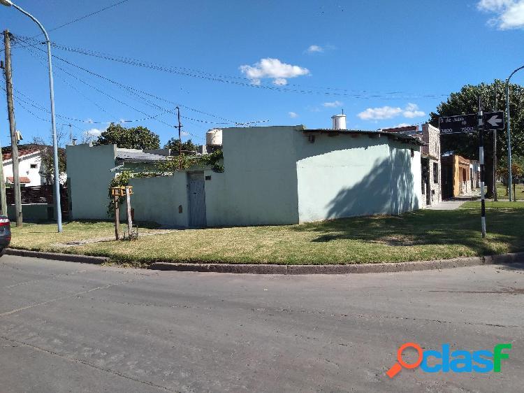 Casa 2 amb con patio y dependencia. lote 170m2. calle 9 de julio y 182.