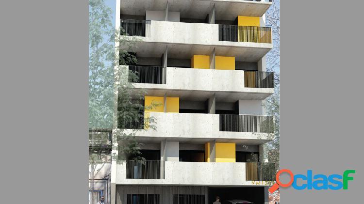 Monoambiente al contrafrente con balcón (centro)