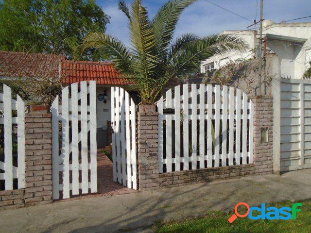Chalet 3 ambientes, garage parque. barrio ameghino