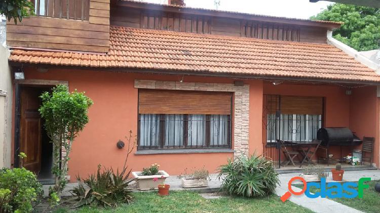 Tres viviendas en blok a metros de av. libertad s/ lote de 396 m2, c/cochera p/dos vehiculos c/portón automático