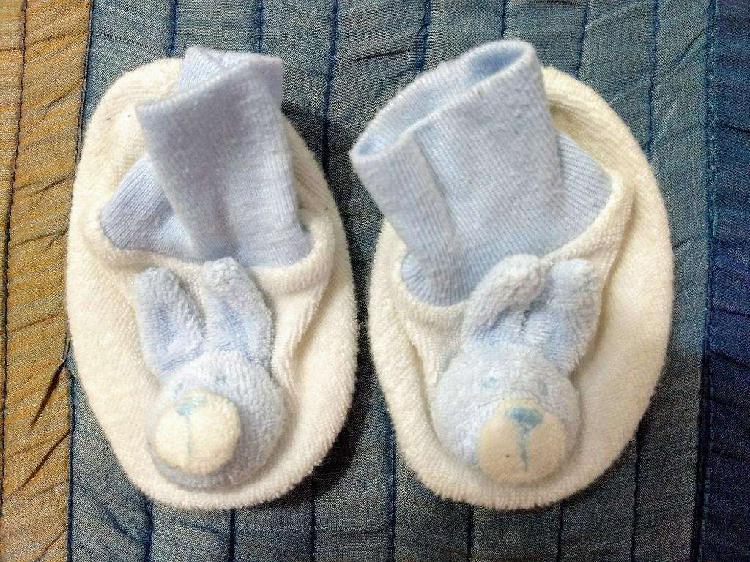 Escarpines bebé con forma de conejo