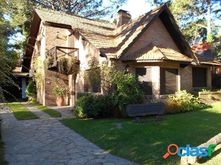 Alquiler temporario: 4 dorm, quincho garage. jardín c/ parrilla., zona lasalle