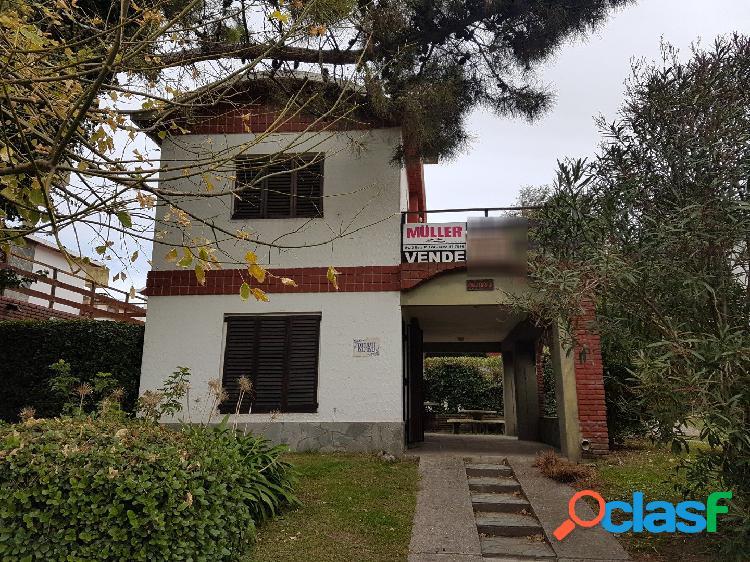 Venta casa kuku dos plantas -tres ambientes - 2 baños - paseo 136 c/ av. 4