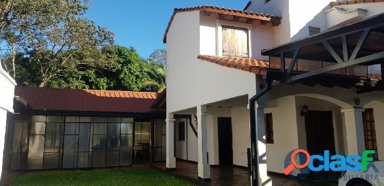 Ref cf590 espectacular casa al estilo colonial. zona ruta 12 y monseñor de andrea