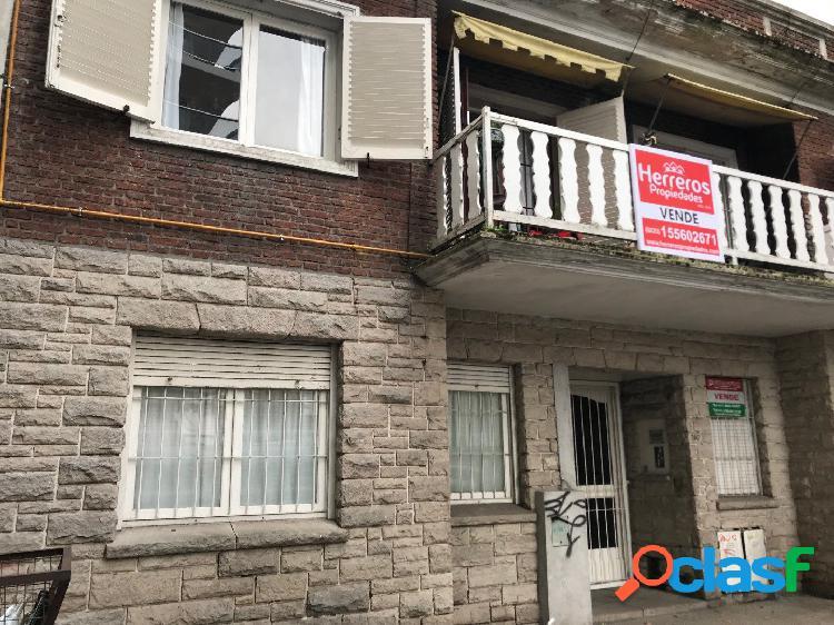Ph 3 ambientes con dependencia al frente con balcon -- venta