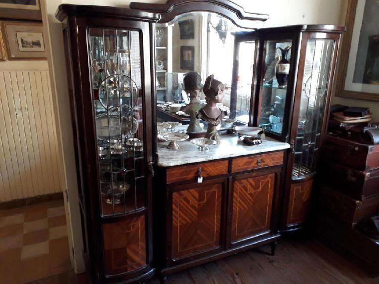 Aparador cristalero estilo ingles con mármol y vitraux