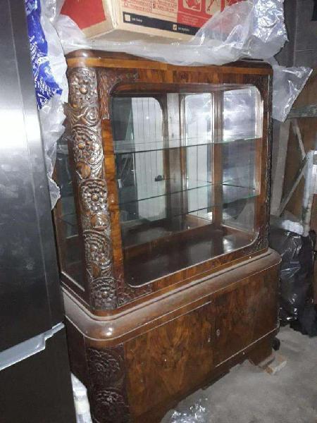 Mueble cristalero antiguo muy bueno