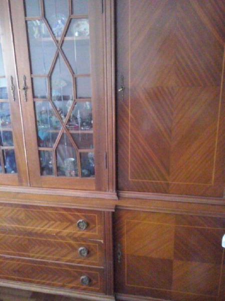 Mueble cristalero estilo ingles