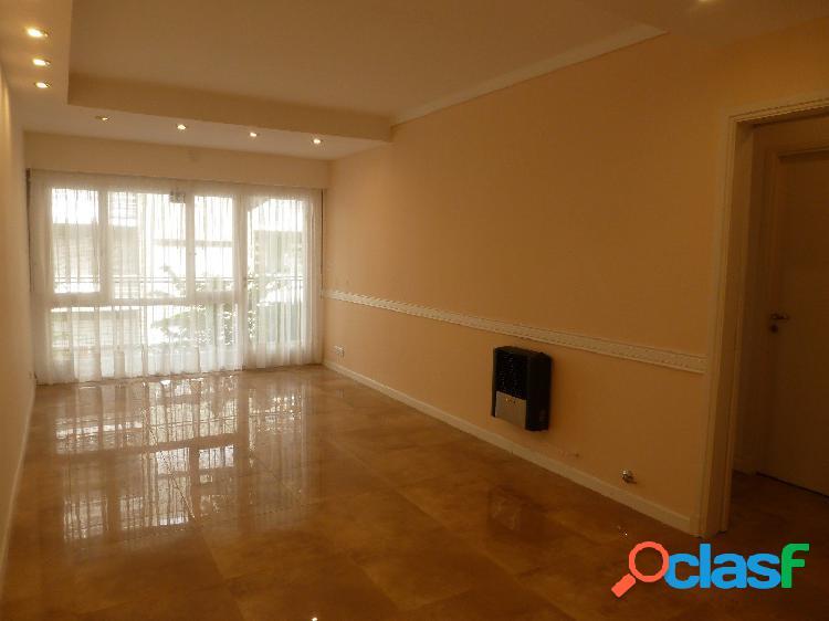 Cuatro ambientes externo con balcón corrido en vereda de sol