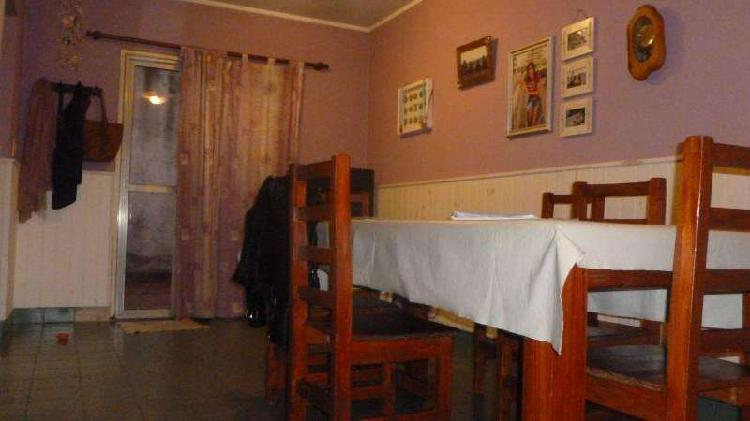 Casa con cochera, jardín, 3 dormitorios, en zona norte