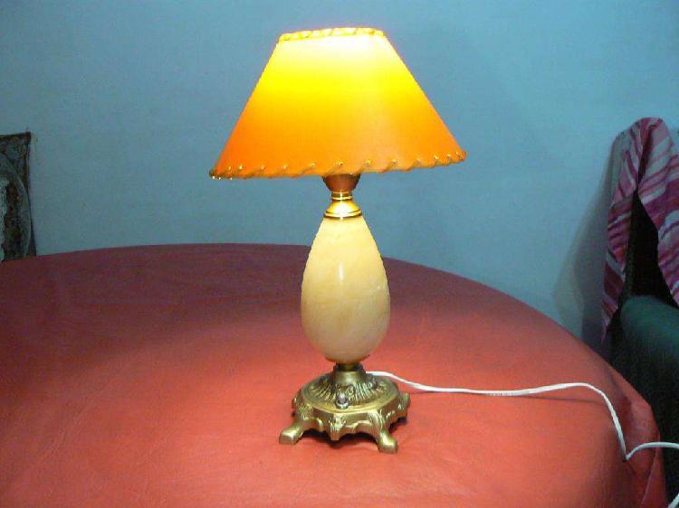 Fantástica antigua lámpara de mesa de bronce y alabastro