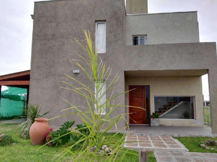 Casa moderna de 2 plantas, diseño estilo minimalista en