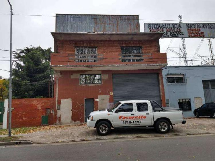 Inmuebles industrial en 3 plantas frente a colectora