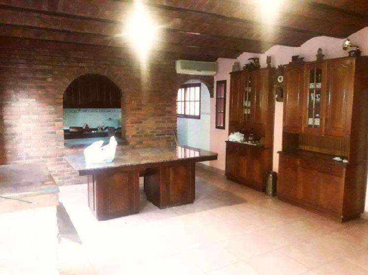 Magnífica casa de 3 plantas con garage en villa devoto