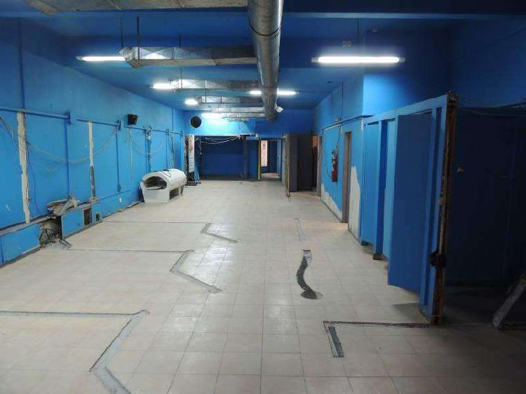 Oficina de 247 m2 en planta con patio propio en venta en
