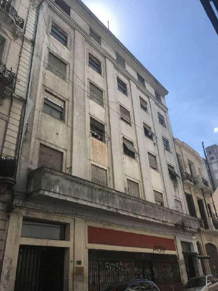 Edificio en block con imponente Local comercial de