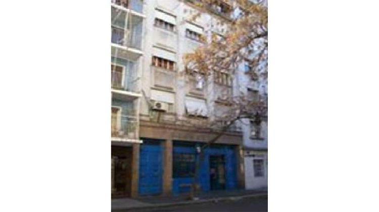 Hipólito Yrigoyen 2700 - UD 900.000 - Edificio en Venta
