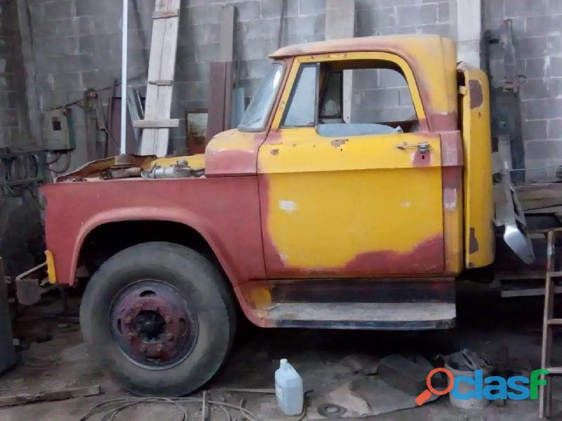 camión Dodge mod. 73, te 351 5133555