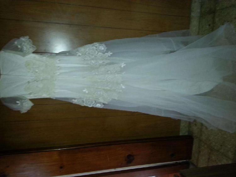 Vestido de fiesta blanco ideal novias con aplicaciones y