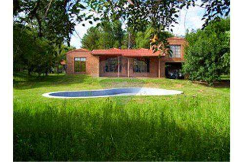 Casa quinta amoblada con 4 dormit y piscina