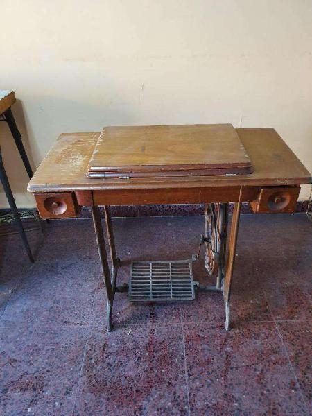 Maquina de coser con motor bordar