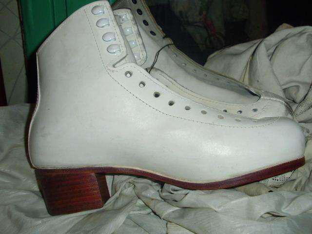 Botas n37 o 39 cuero patines rolling-blancas o negras rigi