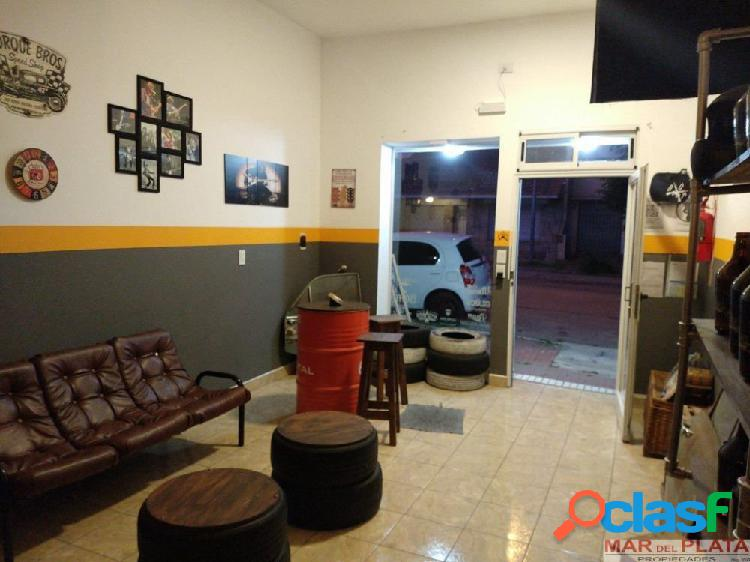 Chauvin dos excelentes locales impecables - toma vehiculo parte pago