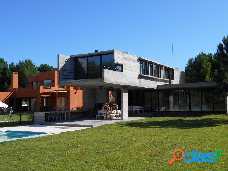 Costa esmeralda: minimalista de 3 dorm + play-room, piletas sin climatizador, galería-quincho. seguridad y amenities. residencial i, lote 144.