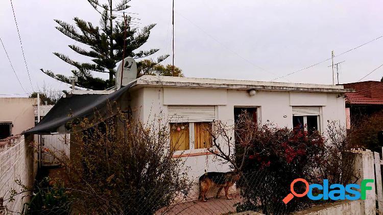Se vende casa americana de 3 amb sobre lote de 400 m2.