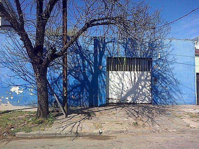 Venta/alquiler de galpon calle san lorenzo y av. j.j.paso