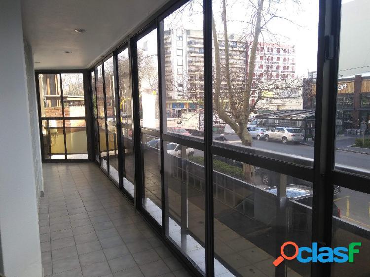 Semipiso en venta 3 ambientes con balcón corrido y dos cocheras en Edificio Neptuno XXVII. 1