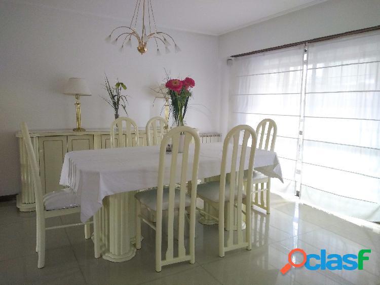 Semipiso en venta 3 ambientes con balcón corrido y dos cocheras en Edificio Neptuno XXVII. 3