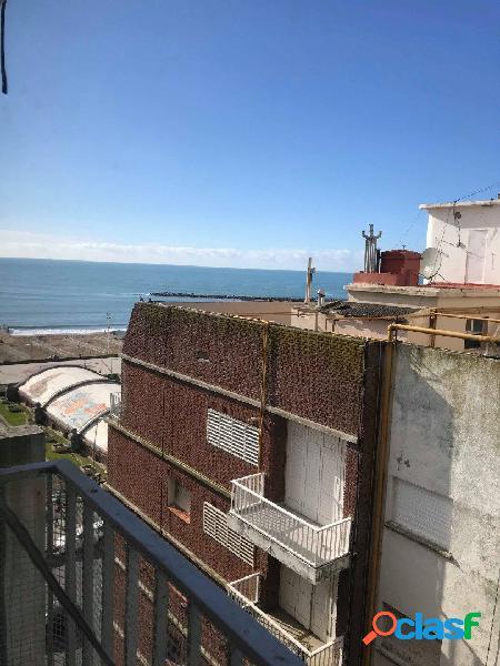 Venta departamento dos ambientes con vista lateral al mar a 50 metros de la costa