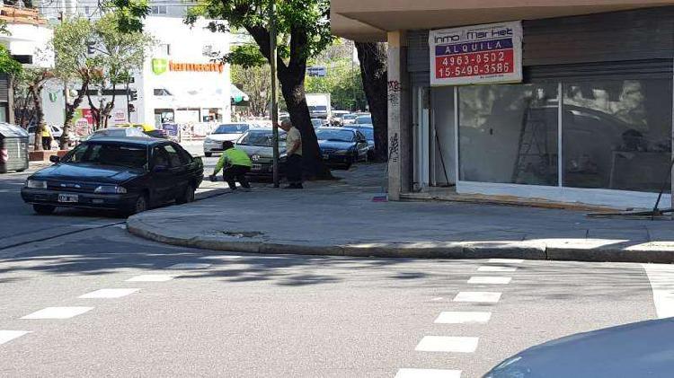 Esquina 7 mts frente con 2 entradas - a mts de av. álvarez