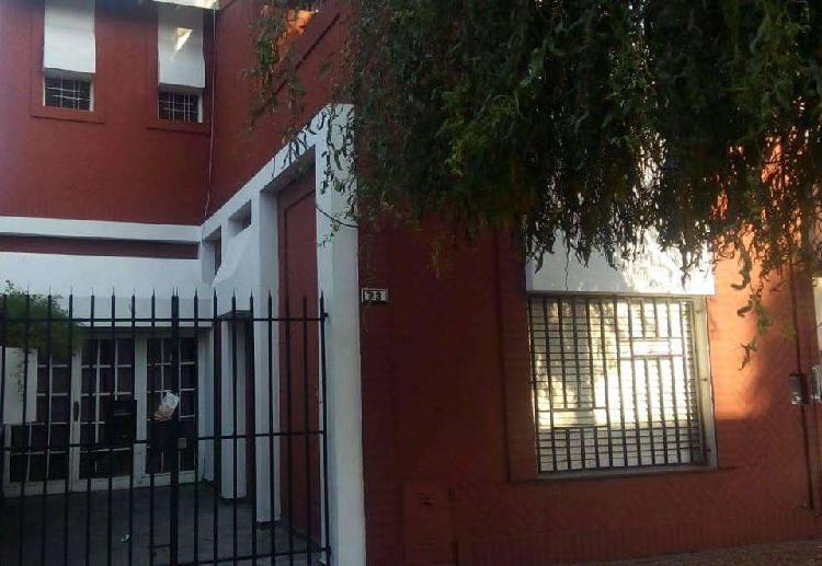 Ramos mejia, casa en dos plantas, 3 dormitorios, entrada de