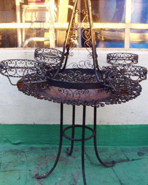 Araña y mesa hierro artístico jaciendo juego antiguas