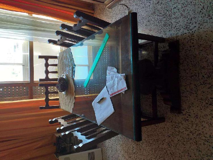 Mesa algarrobo con vidrio y 6 sillas con almohadones
