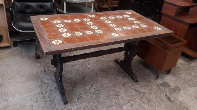 Mesa comedor antigua con mayolica 1.35 de largo 2500