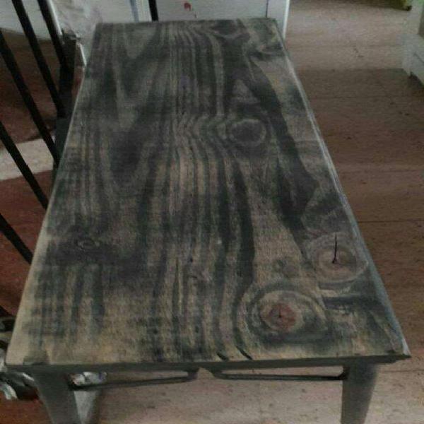 Mesa madera patinada y patas de hierro