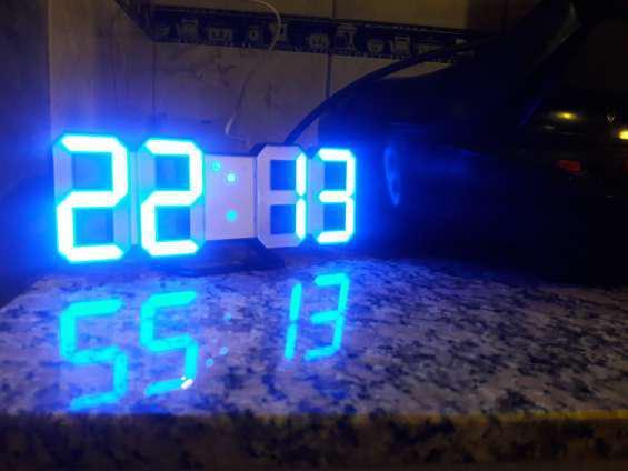 Reloj digital led despertador de pared de mesa en córdoba