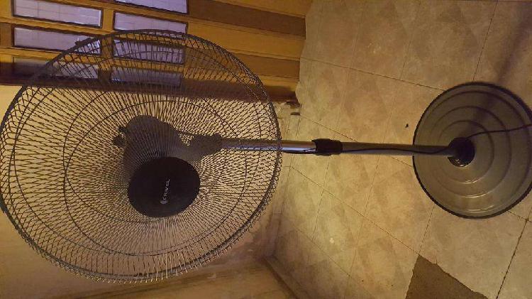 Ventilador de pie crivel oscilante 22'' 3 velocidades metal