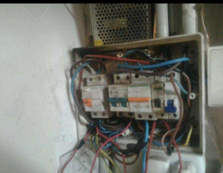 Electricista domiciliario serv. las 24hs