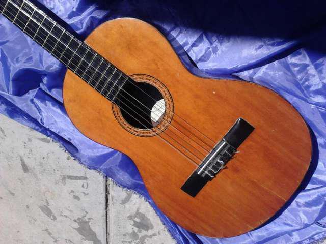 Guitarra.antigua.casa.nuñez.maderas.masisas.1970 en