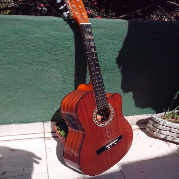 Guitarra electroacustica y amplificador marshall en saenz