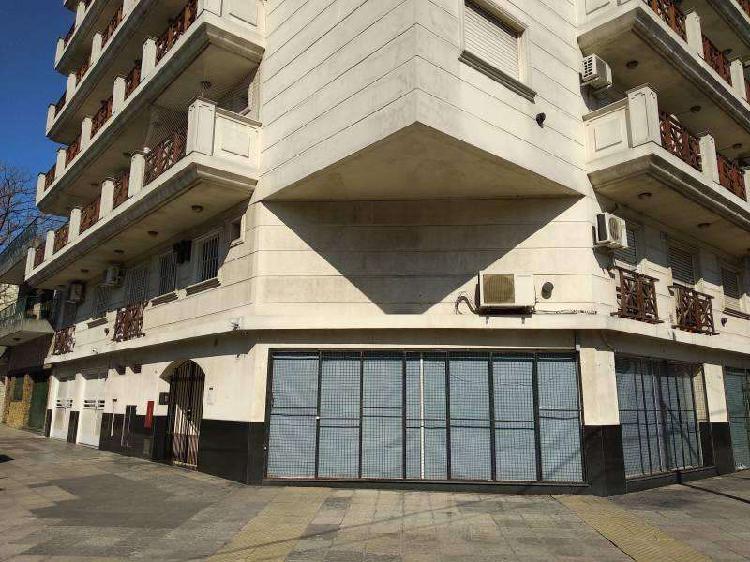 Departamento 2 ambientes al frente con balcón.