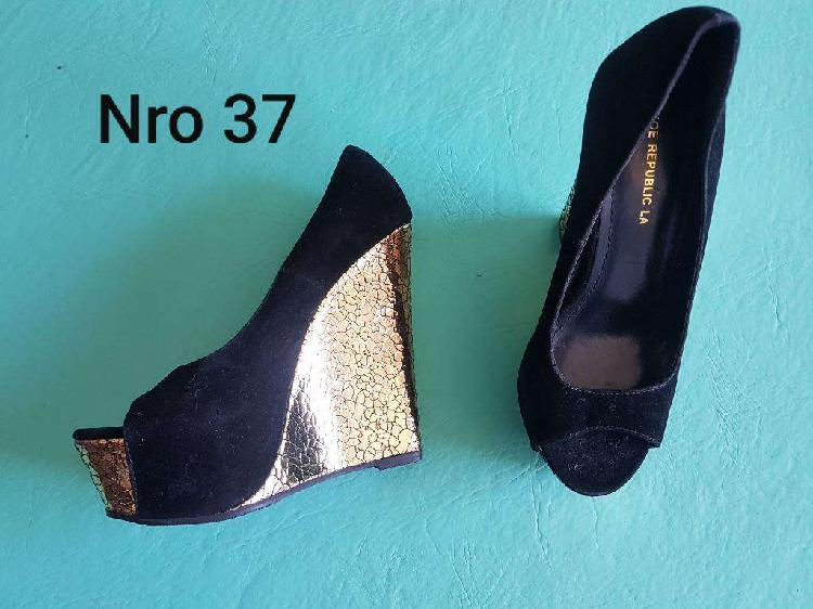 Zapatos plataforma dorada