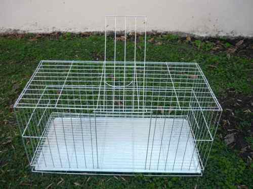 Jaula de conejos grande con comederos metalicos