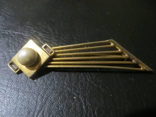 Broche en metal dorado y perla
