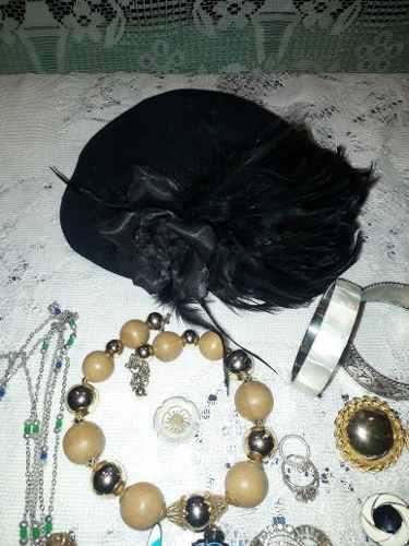 Lote de antigua bijouterie,tocado con plumas