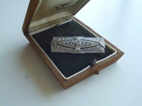 Plaqueta prendedor antigua de oro, platino y brillante